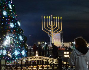 12212011_Menorah-Jane-dsc_2033_600