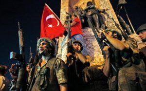 28_103397706_Turkish_soldiers_secure_the_area_as_supporters_of_Turkey27s_President_Recep_Tayyip_Erdogan-large_trans++ZgEkZX3M936N5BQK4Va8RWtT0gK_6EfZT336f62EI5U (1)